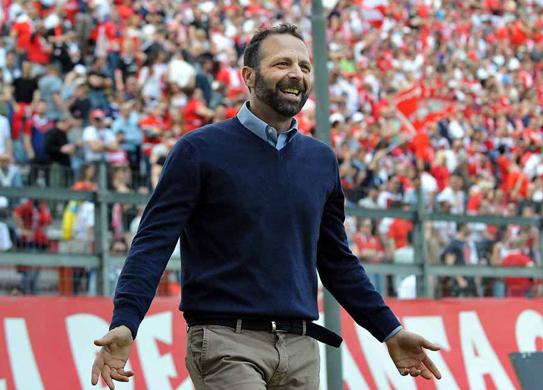 Perugia: lo speaker sbaglia il cognome di Astori. Santopadre lo licenzia…